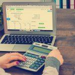 Różnice między VAT-em, a ryczałtem